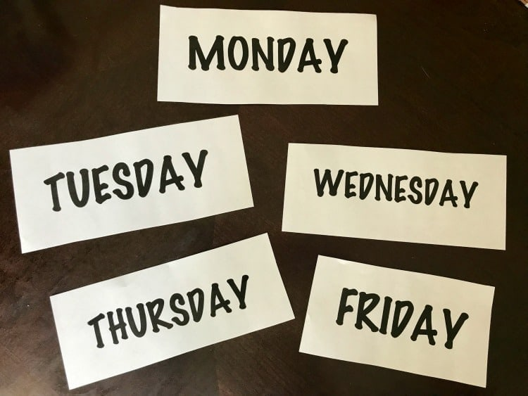 Use these printable days of the week to create a back-to-school-organizer. days of the week clothing organizer